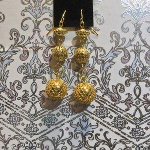 Jewelry - Cute Bright Gold Drop Earrings